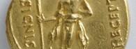 Áureo de Augusto. Corduba (Córdoba), reverso. Oro. Roma. 19-18 a.E. Inv. 52770.