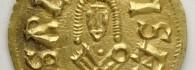 0690. Tremissis de Sisebuto, anverso. Oro. Hispano-visigodo. 612-621. Cesaracosta (Zaragoza). Inv. 54254