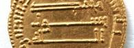 Dinar de Abu Yafar al-Mansur, anverso. Oro. Califato de Bagdad. 765. Inv. 52197.