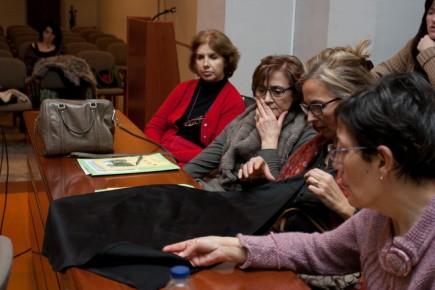 En el curso de indumentaria aragonesa (Fot. J. Garrido)