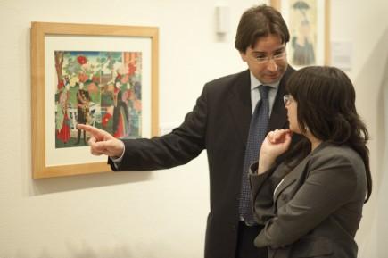 David Almazán muestra la colección de ukiyo-e. (Fot. J. Garrido)