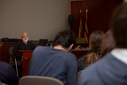 El Dr. Miguel Beltrán dirige este curso (Fot. J. Garrido)