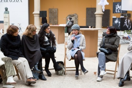 La mesa redonda estuvo animada a pesar del frío (Fot. J. Garrido)