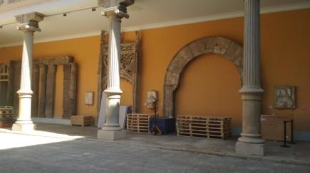 Retirada de la obras del patio. Foto: Museo de Zaragoza