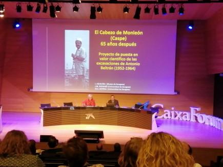 Isidro Aguilera y Pilar Utrilla en la comunicación sobre Cabezo de Monleón. Foto: Museo de Zaragoza.