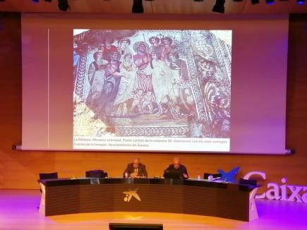 Juan Paz y Manuel Martín Bueno en la comunicación sobre el mosaico de La Malena. Foto: Museo de Zaragoza.