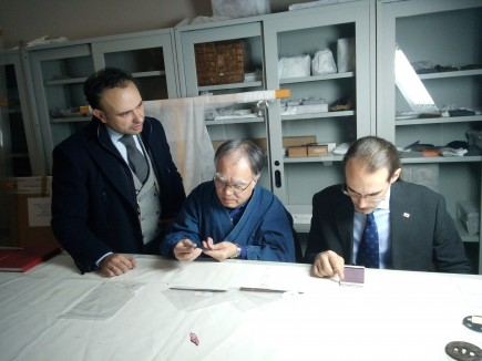 Antonio Clemente, Ôkawa Chikô y Marcos Sala visitando el área de reserva de oriental. Foto: Difusión Museo de Zaragoza.