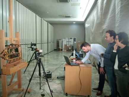 Detalle del proceso de fotografía infrarroja con el equipo del Instituto Valenciano de Conservación, Restauración e Investigación y Álava Ingenieros. Foto: Difusión Museo de Zaragoza.