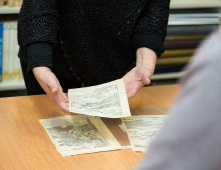Entrega del depósito de estampas japonesas. Foto: José Garrido. Museo de Zaragoza.