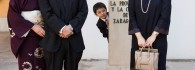Tanzan Kotoge junto a su familia en el patio del museo. Foto: José Garrido. Museo de Zaragoza.