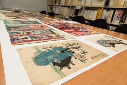 Foto de conjunto con las estampas japonesas depositadas en el museo. Foto: José Garrido. Museo de Zaragoza.