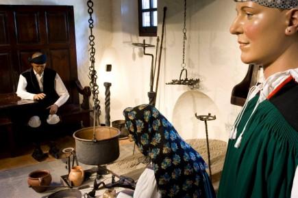 Cocina ansotana. Sección de etnología. Sede de etnología. Casa pirenaica. Foto: José Garrido. Museo de Zaragoza.