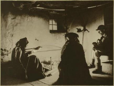 Interior de una cocina ansotana, 1915-1928. Eduardo Cativiela. Foto: José Garrido. Museo de Zaragoza.