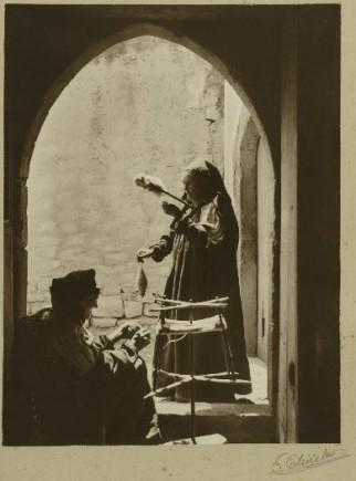 Mujeres ansotanas hilando, 1915-1928. Eduardo Cativiela. Foto: José Garrido. Museo de Zaragoza.