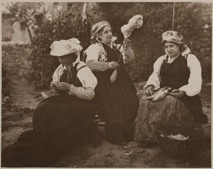 Mujeres ansotanas, 1915-1928. Eduardo Cativiela. Foto: José Garrido. Museo de Zaragoza.