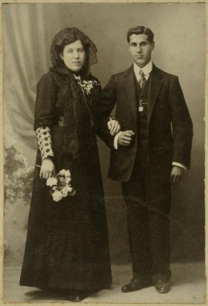 Estanislada Gasca y Teodoro Martínez  en día de su boda, 1910. Foto: José Garrido. Museo de Zaragoza.