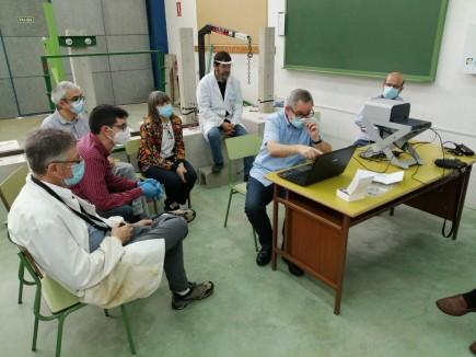 Presentación y formación para el manejo del nuevo espectrómetro de fluorescencia de rayos X en Huesca. Foto: Difusión Museo de Zaragoza.