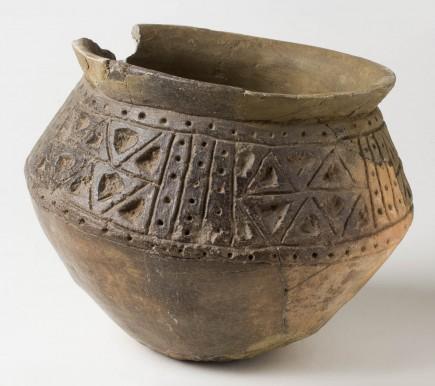 Vaso. Cerámica. Bronce final. 950-750 a.C. Cabezo Monleón (Caspe, Zaragoza). Foto: Juan Aragües. Museo de Zaragoza.