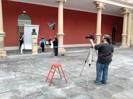 Preparación y montaje para fotografiar el busto de Goya tras la intervención de conservación-restauración. Foto: José Garrido. Museo de Zaragoza.