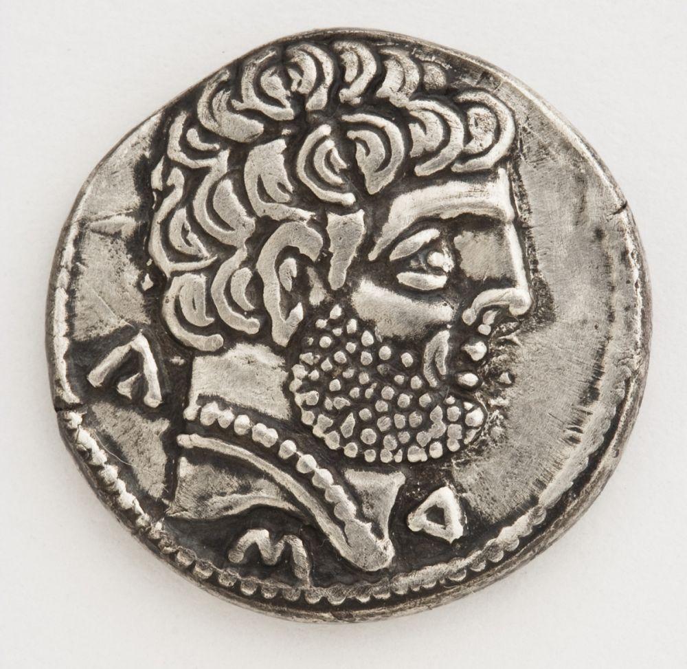 Denario de Turiasu (Tarazona), anverso. Plata. Cultura celtibérica. 100-50 a.E. Inv. 08090.