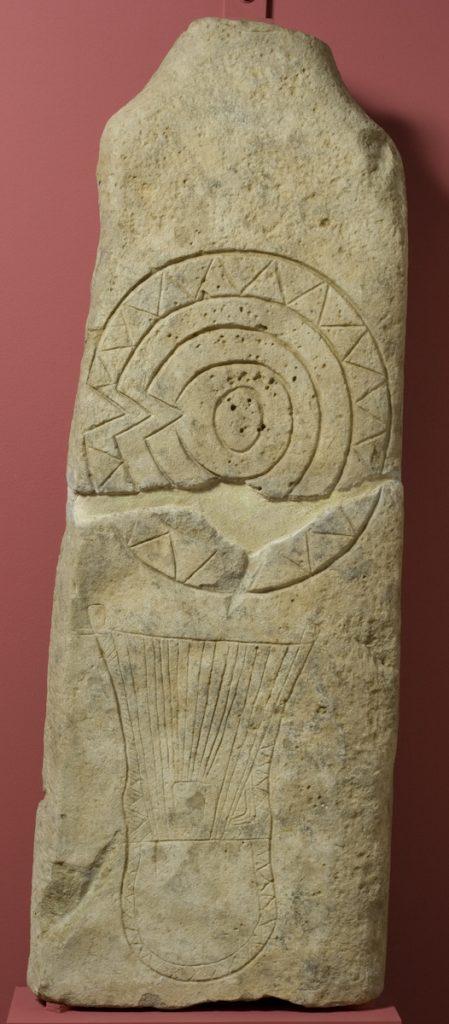 Estela antropomorfa. Piedra. Primera Edad del Hierro. 850-750 a.E. La Tiñica (Valpalmas, Zaragoza). Inv. 00601.