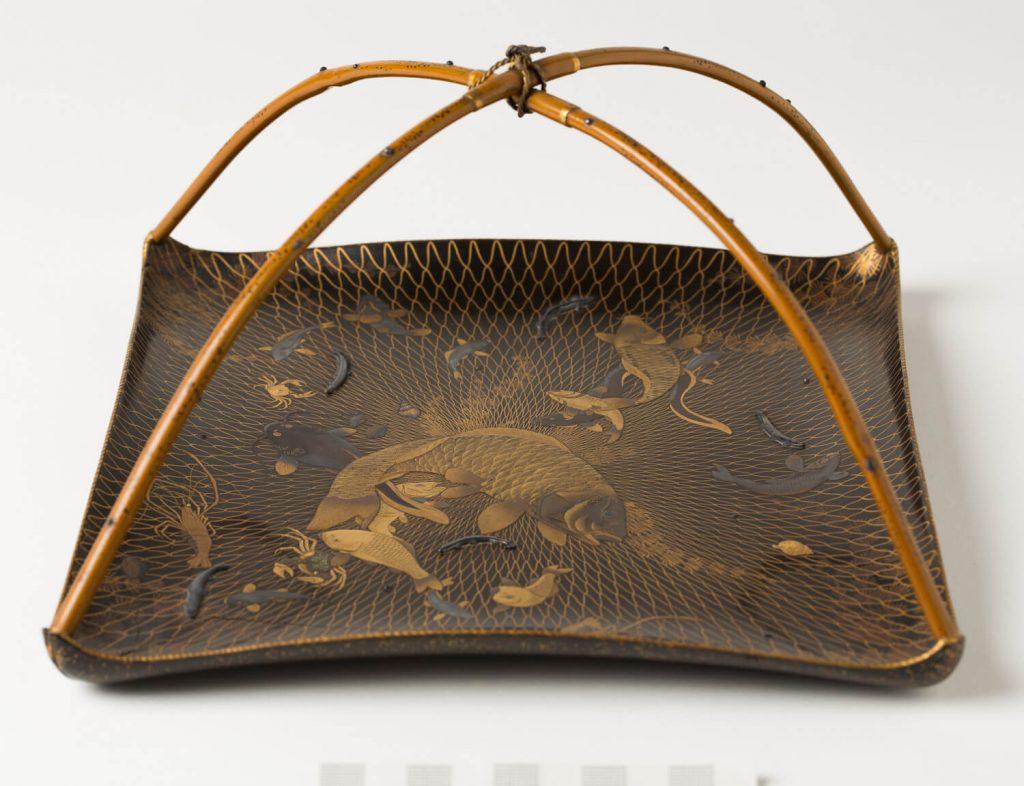 Bandeja (sagebon). Laca urushi. Japón. S. XVIII o primera mitad XIX.