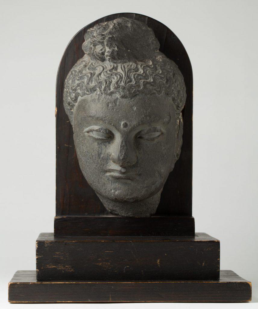 Cabeza de Buda de Gandhara. Pizarra. Gandhara (Pakistán). S. III.