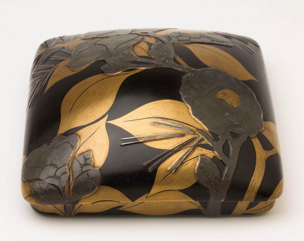 Caja de escritura (suzuribako). Laca urushi. Japón. S. XVIII.