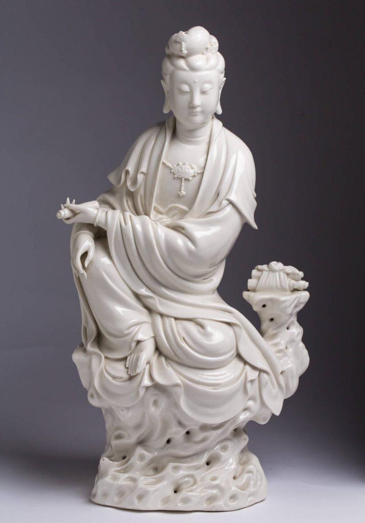 Diosa Guanyin. Porcelana blanco de china. China. S. XX.