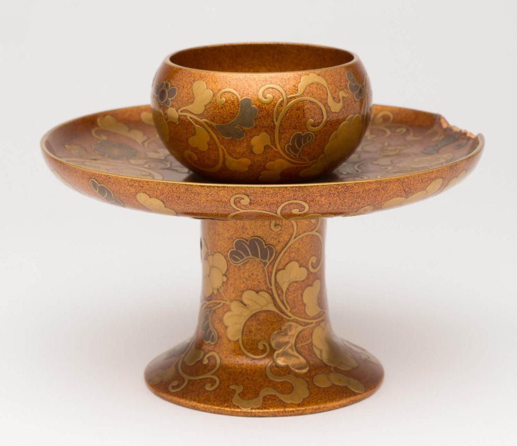 Soporte para taza de té (tenmokudai). Laca urushi. Japón. Comienzos s. XVIII.