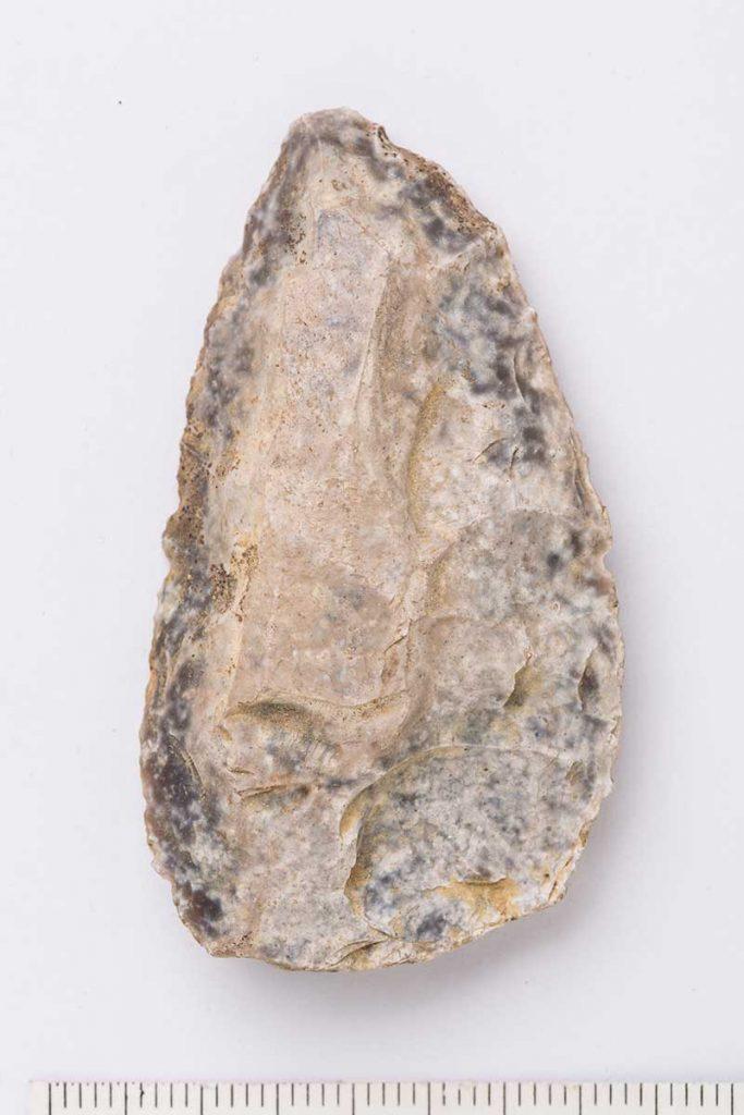 Punta . Sílex. Paleolítico Medio - Musteriense. 40.000 BP. Comarca de las Cinco Villas. NIG-56996