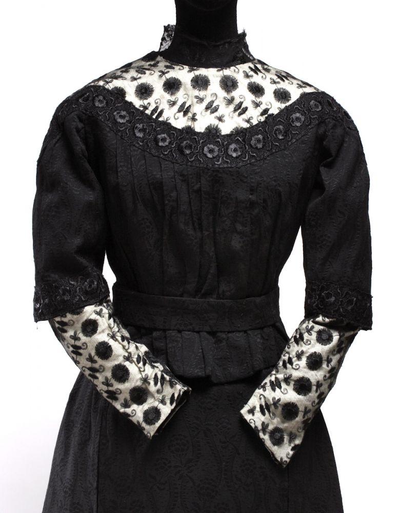 Traje de novia. Raso, encaje y algodón. 1911. Zaragoza. Detalle. Inv. 54230.